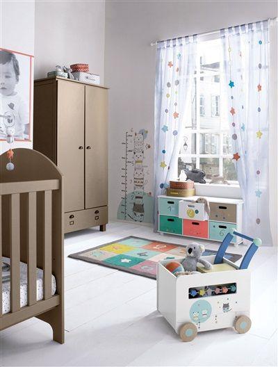 #Caja de #almacenaje para guardar peluches o juguetes, que además se completa por un ábaco de estrellitas de colores a cada lado que llama la atención del bebé y le ayuda a desarrollar los sentidos de la vista, del oído y del tacto.