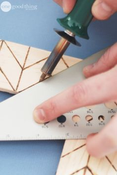 USE A WOOD BURNING TOOL TO MAKE CHARMING RUSTIC CRAFTS