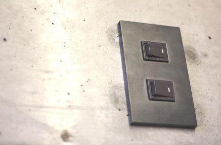 黒皮鉄のスイッチプレート|R不動産 toolbox