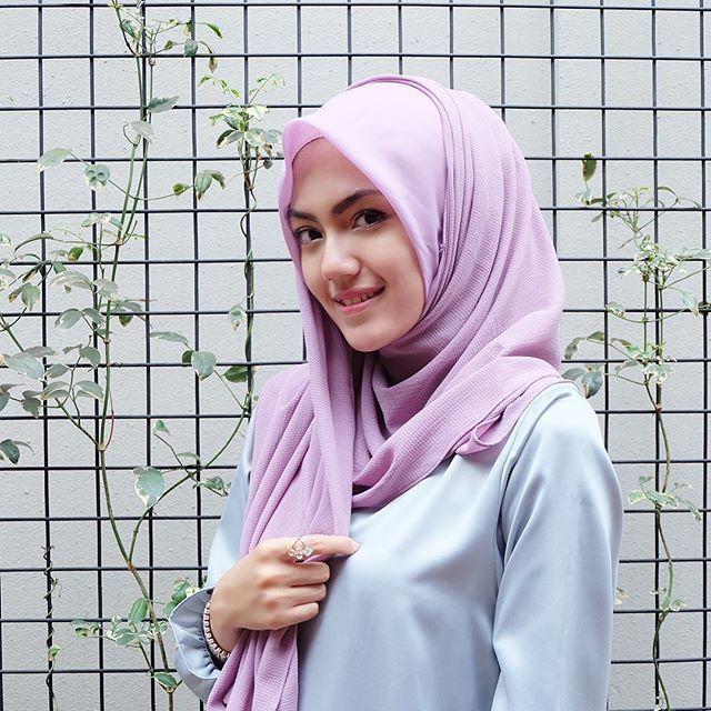 Jilbab segiempat rasa pashmina dari @amellescarf ❤ fix jd jilbab favorit aku