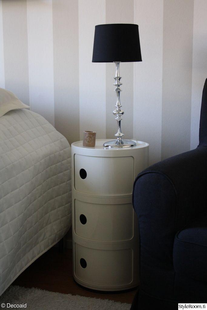 """""""Decoaid"""":in romanttinen lamppu käy hyvin yhteen modernin yöpöydän kanssa. #styleroom #inspiroivakoti #lamppu"""