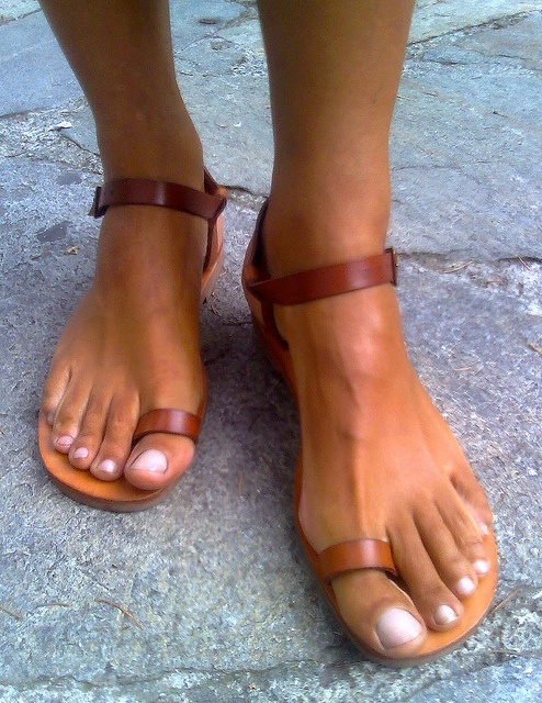 #Toe Ring Sandals Toe rings under a buck on sale at: http://remotecontrolfan.org/beauty/toe-rings.htm
