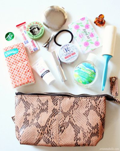 Ladies purse: Inside Bags, Beauty Bag Organization, Beauty Kits, Apocalypse Beauty, Purse ️, Purses Bags