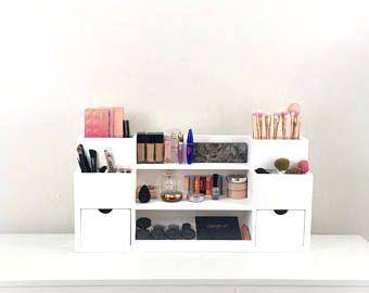 Estación del maquillaje de pared | Organizador de maquillaje | Exhibición cosmética | Organizador y almacenamiento de maquillaje | Decoración de vanidad | Estante de maquillaje | Cosméticos