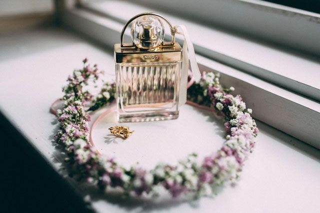 4 #Tipps, um ein günstiges #Brautkleid zu finden  #Haarkranz für #Hochzeit mit #Schleierkraut