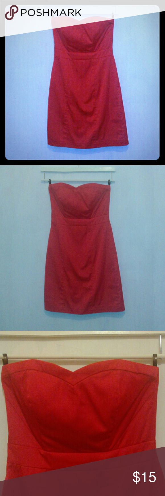 H&M red cocktail dress size 4 Red size 4 (US) H&M strapless cocktail dress.  The dress has a zipper enclosure in the back. The inside of the bodice has grippers sewn in to avoid sliding and a plastic insert for definition in the front and back. The lining is 100% polyester,  the outer body is 61% polyester,  36% cotton, and 3% spandex. The back of the dress also has a 4 inch slit on the bottom center. The dress originally came with a belt that is not included, however discreet belt loops are…