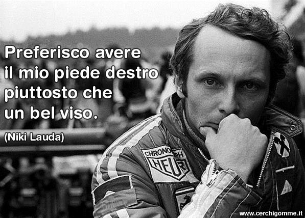 Preferisco avere il mio piede destro piuttosto che un bel viso (Niki Lauda)