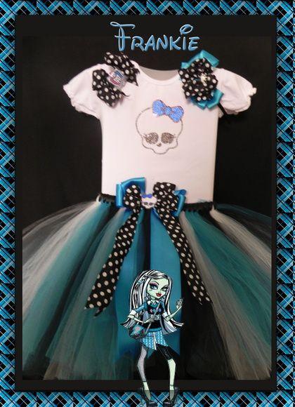 Conjunto Monster High composto por : tutu, tiara e bluisnha ( em cotton, manguinha princesa) gravada em strass