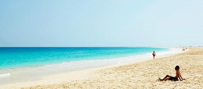 Res till Kap Verde med Ving. Res till ön Sal och bo direkt vid den fantastiska stranden i Santa Maria.