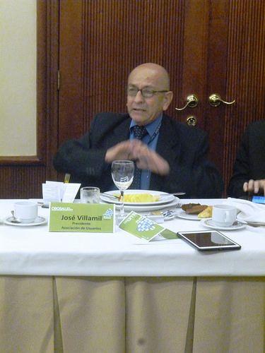 José Villamil, Veedor Nacional de Salud, en el primer Diálogo de Futuro Salud sobre la gestión ética y eficiente.