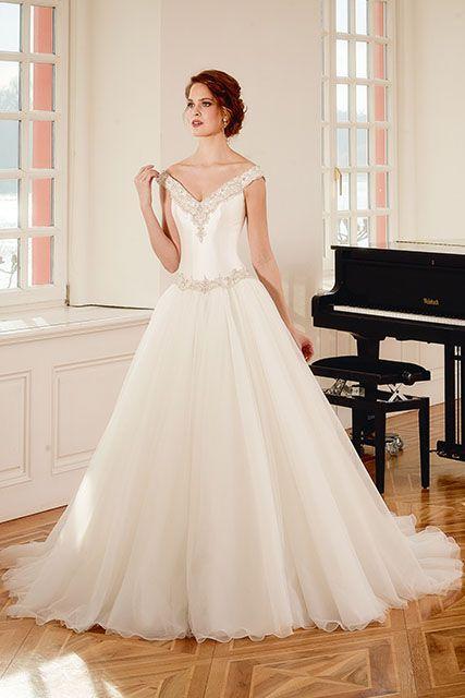 Prachtige off-shoulder jurk met strass stenen van Diane Legrand