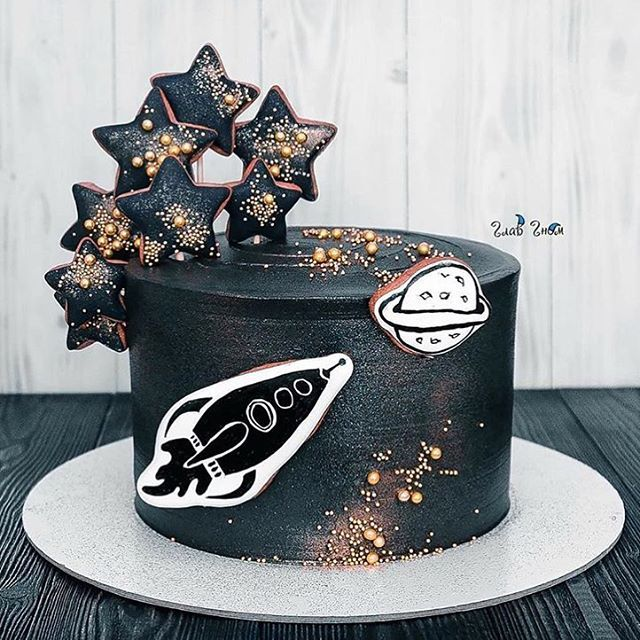 Look at this talent, the cake is phenomenal!!! Thanks for tagging #mycupcakeaddiction @glavgnom #cake #astronaut #space