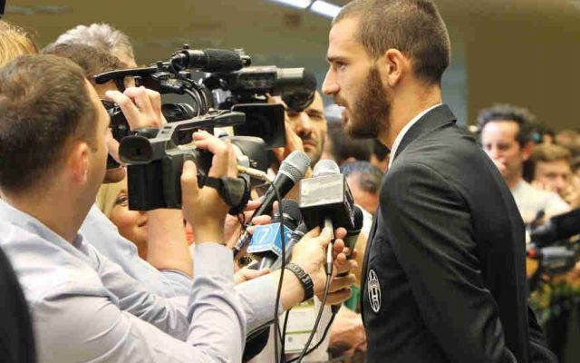 Open Day allo Juventus Stadium Ecco i Video con le Interviste e Allenamenti Si è svolto oggi a Vinovo il Media Open Day, giornata di allenamenti interviste e conferenza stampa tutto aperto ai giornalisti e Tv di tutto il mondo. Tante le domande e le curiosità venute fuori. < #juventus #video #mediaday #openday