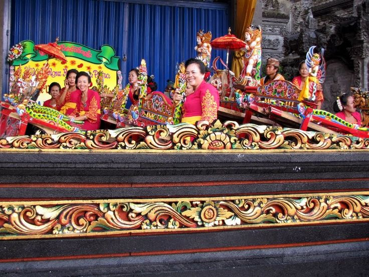 Balinese women's jegog troupe at a village wedding, albeit a very flash one. A jegog is a bamboo gamelan instrument. I believe the village was Kapal. Photo by Indounik December 2013 #jegog #musik #music