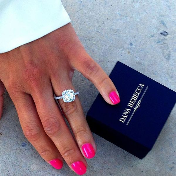 How to take an engagement ring selfie: 10 simple rules for the perfect shot - Wedding Party
