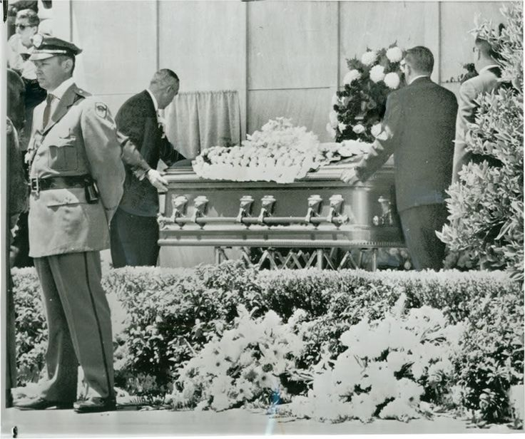 Marilyn Monroe's Funeral Photo:  This Photo was uploaded by cioccolatoscuro. Find other Marilyn Monroe's Funeral pictures and photos or upload your own w...