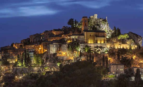 Eze lies between Monte Carlo and Nice on the French Riviera, a French Riviera mountain top village whose slopes plunge into the Mediterranean Sea below and whose tip can be seen from miles around.There are two parts to Eze – the gorgeous hill top town but also down the hill, a pretty seaside town.