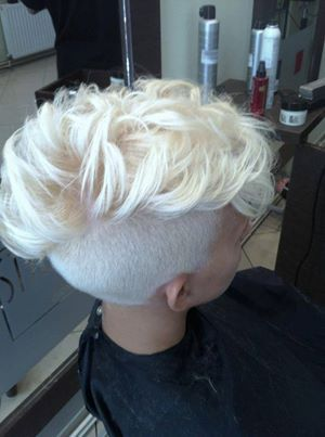 Amazing platinum blonde mohawk omg I love!!! (((: I wish I had the balls to do this to my hair!!