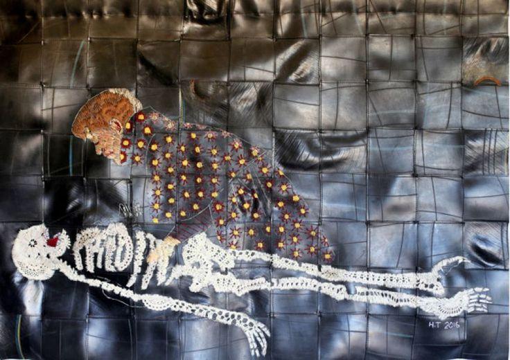 Hannalie Taute (Afrique du Sud, b. 1977), Sleeping Beauty dormi, fil de coton, 2016. doillies et caoutchouc, 103 x 74 cm.