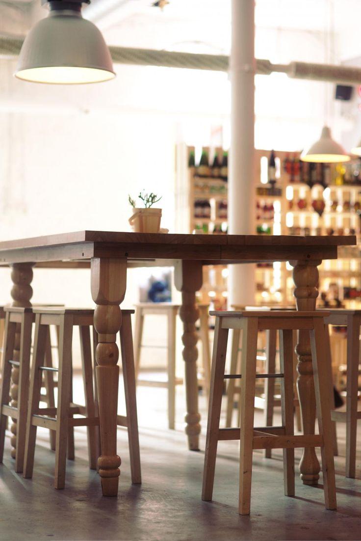 Dunklem holz mit interessanten rundungen gt stehlampe wohnzimmer modern - Get This Free Picture Table Furniture Dining Table Https Avopix