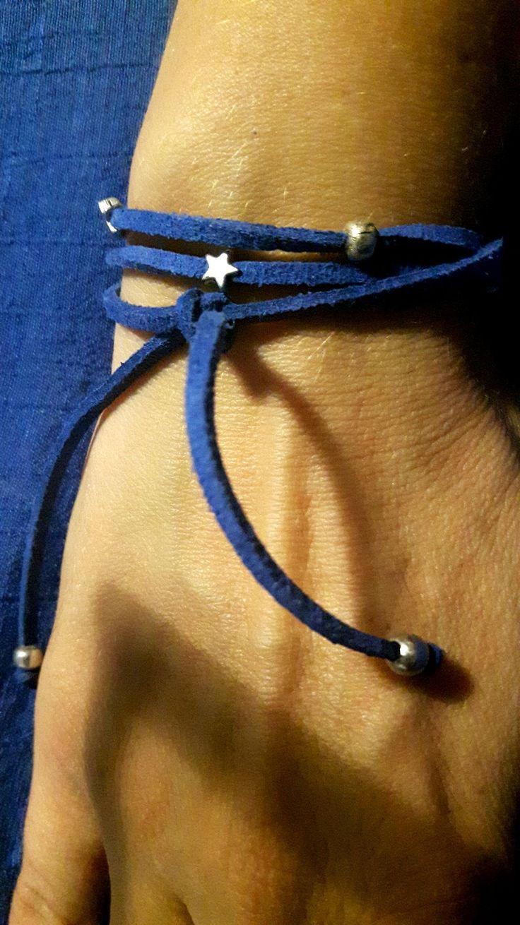 bracelet en cordon suedine bleu et perle argente : Bracelet par ninoubijoux