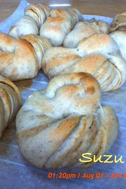 ネーブルで起こした酵母のストレート法で作りました(^^) ピーナッツバターを折り込んでいるのでいい匂いですよ♪ - 8件のもぐもぐ - 天然酵母パン by すず
