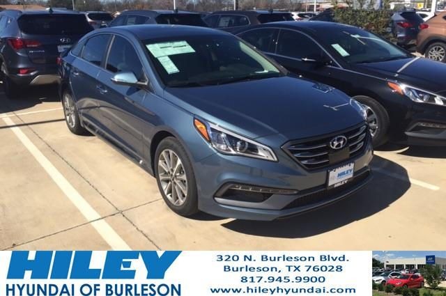 https://flic.kr/p/RNXcnG | Here we have a beautiful 2017 Hyundai Sonata Limited in Nouveau Blue, it is also stocked with both our Tech and Ultimate packed! Loaded with everything from heated front and back seats, to sunroof, to Premium Infinity Speakers! | deliverymaxx.com/DealerReviews.aspx?DealerCode=KNWA