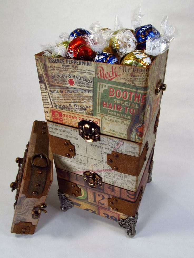 This guy is ahmazing!  He put together a really great tutorial with very detailed pictures of each step in this project.  Very nice!!: Pallets Wood, Steamer Trunk, Wood Crates, Pallet Wood