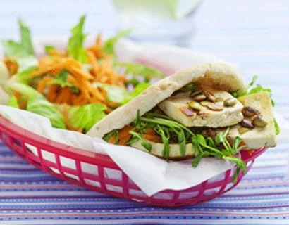 Satsa på en vegetarisk dag. Tofu är en mager sojabönsost utan egen tydlig smak, men som kan piffas upp efter tycke.