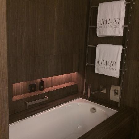 👑 GLAMOR LIFE 👑  Armani Hotel Dubai:  Bathtub