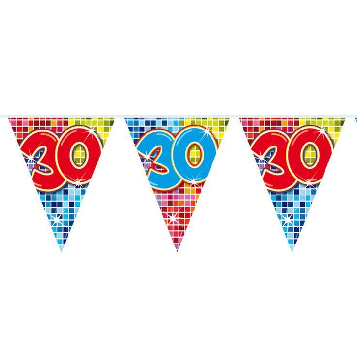 Al 30 jaar gelukkig getrouwd of een 30-jarig jet in aantocht? Dan is het beslist tijd voor een feestje! Deze mini vlaggenlijn is een goed begin van de fuif! De slinger is enkelzijdig bedrukt, heeft 12 vlaggetjes en is 3 meter lang.Afmeting:  lengte 3 meter - Mini Vlaggenlijn Blocks 30 jaar, 6mtr.