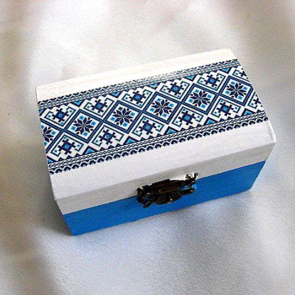Cutie bijuterii albastru si alb cu motive traditionale romanesti  - idee cadou femeie