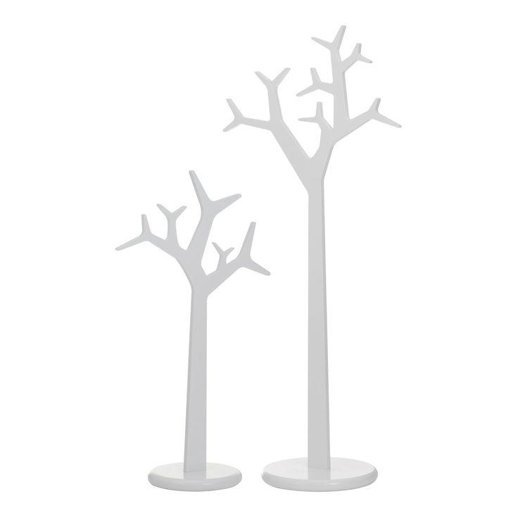 Tree från Swedese är en modern rockhängare med ett härligt formspråk. Tree är designad av Michael Young och Katrin Petursdottir. Klädhängaren finns i två olika höjder och som fristående hängare eller för väggmontering.