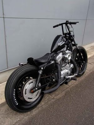 I'm such a fan of Japanese style bobbers. Want! 2004 SPORTSTER 883