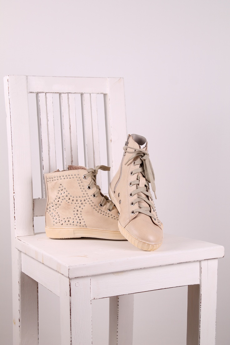 leather shoes,  http://sussili.blogspot.se/2013/04/skinn-converse-fran-cream-special-prices.html