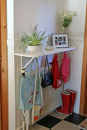 Kinda makes me wish I had a radiator! Maybe I'll take the doors off the front closet and do something open like this. (Thanks Helena Söderberg for your inspiration. Found on Flickr.)