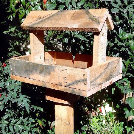 make a reclaimed pallet bird feeder 1
