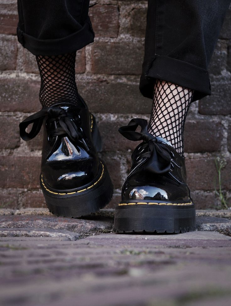 Aime, manager of our new Amsterdam and Utrecht stores wears the Holly shoe.