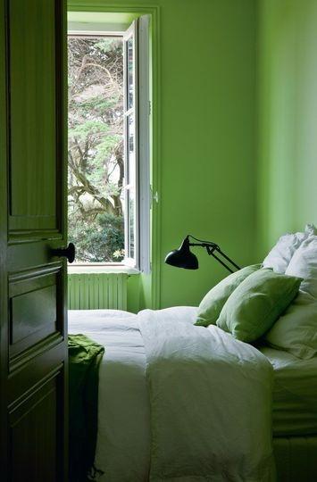Pourquoi pas une chambre verte en accord avec la nature pour mieux se relaxer?