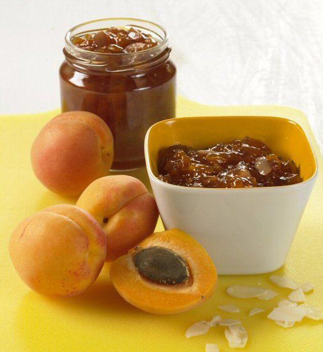 Confitures abricots-amandes