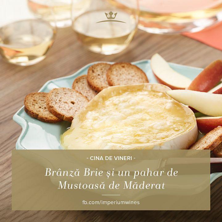 Brânza e, prin excelență, companionul ideal al aromei și gustului unui vin select - ai încercat brânza Brie gătită la cuptor? Adaugă un vin alb răcoros, precum Mustoasa de Măderat: http://rios.ro/imperium-mustoasa-de-maderat.html