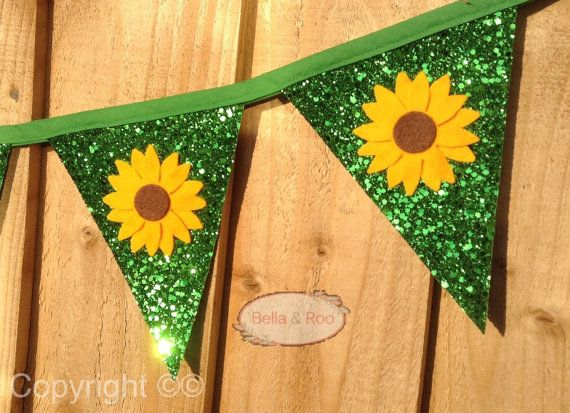 Inspired by the latest Frozen film Frozen Fever we have designed this beautiful hand made bunting, in a gorgeous emerald green glitter encrusted