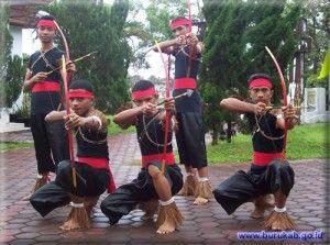 Tari Perang Maluku Nusa Tenggara Timur