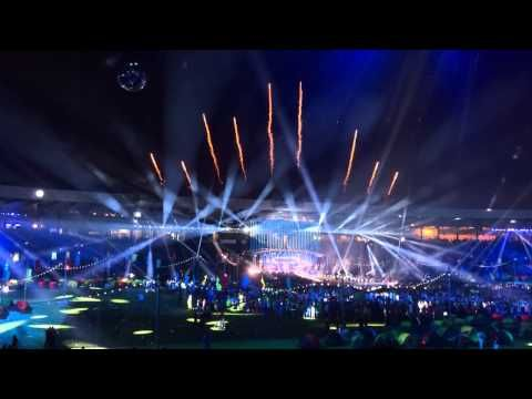 Caledonia - Dougie MacLean - Glasgow 2014 Commonwealth Games Closing Ceremony - YouTube