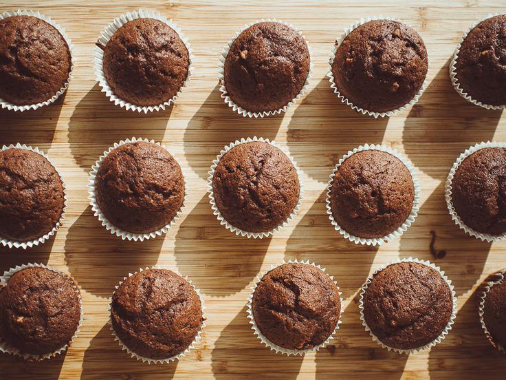Recept na vynikající domácí čokoládové muffiny. Pokud máte rádi muffiny, vyzkoušejte tento recept na domácí čokoládové muffiny. recepty česky