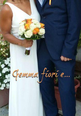 bouquet da sposa con rose bianche e arancioni #matrimonio #weddingflowers #weddingbouquet #rose #bianco #arancione