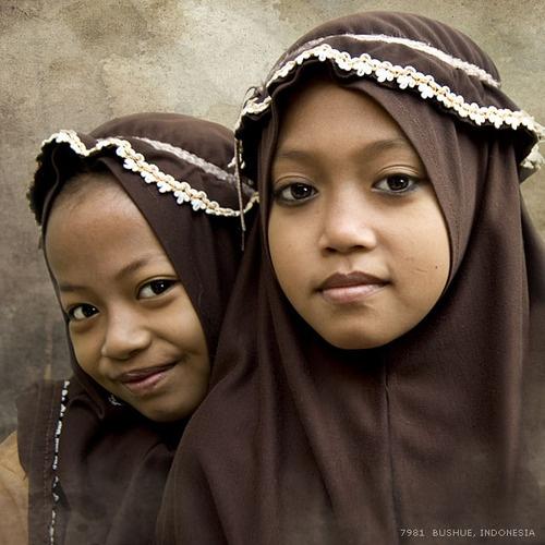 Petites écolières indonésiennes.
