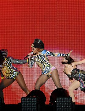 Beyoncé in Versace on the first night of the On The Run tour Beyoncé and Jay Z kicked off their On The Run Tour in Miami last night - and the house of Versace took centre stage. Bey wore two custom-made stage outfits for the gig, opening with a black, plunge-neck fishnet catsuit and later changing into a leotard emblazoned with a distinctive Versace print. Performing a phenomenal 42 hits between them
