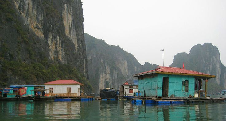 Floating village in Ha Long Bay. #vietnam #village #halongbay #travel