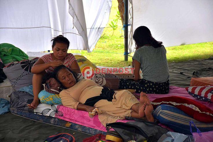 Bermalam di Tenda, Warga Mulai Cari Kos-Kosan - http://denpostnews.com/2017/01/04/bermalam-di-tenda-warga-mulai-cari-kos-kosan/
